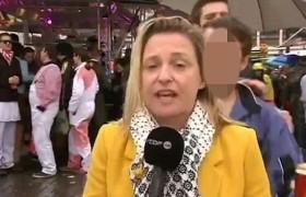 YOUTUBE Carnevale Colonia: reporter molestata in diretta tv