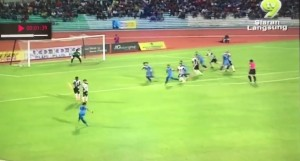 Malesia, il gol che sconvolge le leggi della fisica