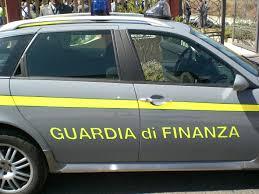 Udine. Si fingeva noto stilista per truffare imprenditori