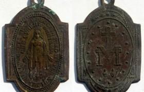 "Parroco a fedeli: ""Bruciate medagliette miracolose, c'è…"""