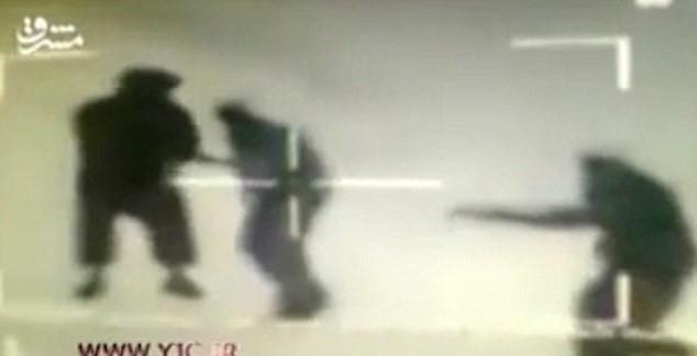 iraniani che sparano Isis4
