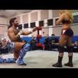 YOUTUBE Joey Ryan, anello a fidanzata wrestler e...botte3