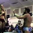 YOUTUBE Joey Ryan, anello a fidanzata wrestler e...botte2