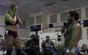 YOUTUBE Joey Ryan, anello a fidanzata wrestler e...botte