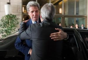 John Kerry al ristorante a Roma: auto corazzate e cecchini