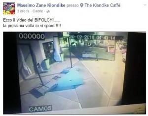 """VIDEO Tira blocco cemento a ladri: """"La prossima vi sparo"""""""