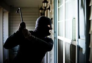 Spara e ferisce ladro. Ex poliziotto accusato tentato omicidio