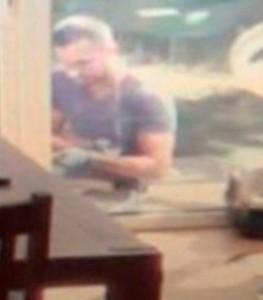 Webcam mostra su smartphone i ladri che entrano in casa e..