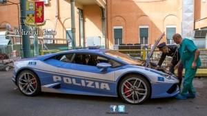 Guarda la versione ingrandita di Polizia: Lamborghini fa Roma-L'Aquila in 1 ora per trapianto
