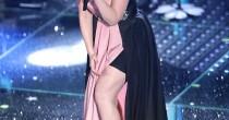 Laura Pausini a Sanremo: mutande ci sono, anche troppo! FOTO