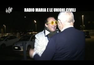 L'inviato delle Iene Mauro Casciari e la sua troupe sono stati aggrediti mentre realizzavano un servizio presso la sede di Radio Maria a Erba, in provincia di Como.