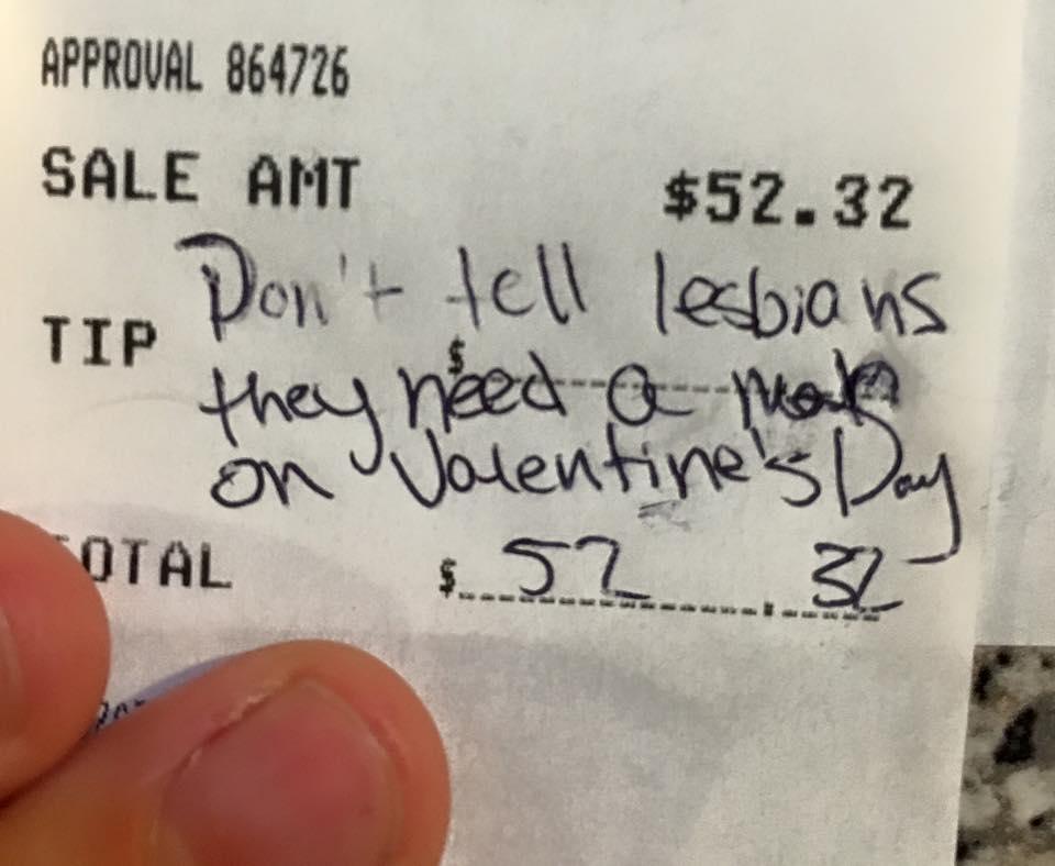 Chef insulta lesbiche. Loro rispondono così FOTO