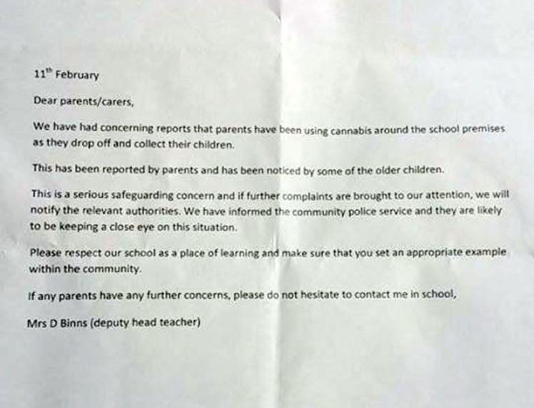 """Scuola scrive a genitori: """"Non fatevi le canne qui davanti"""""""