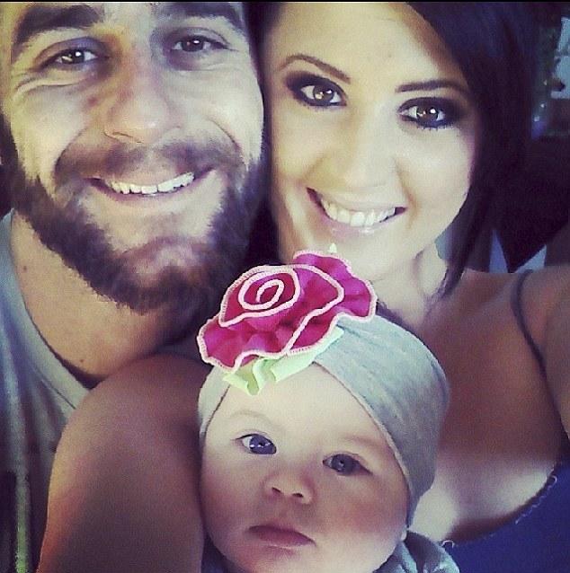 """Polizia salva bimba 18 mesi: """"Abbiamo udito voce di donna..""""05"""