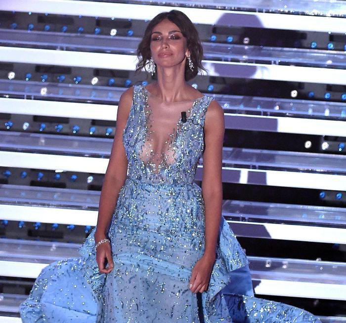 Sanremo 2016, Madalina Ghenea: meglio davanti o dietro? FOTO26