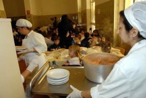 Non paga mensa: scuola dà pane secco alla figlia di 9 anni