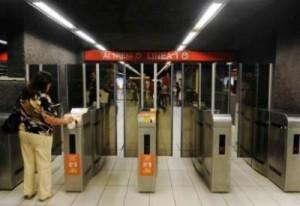 Metro tornelli chiusi anche in uscita: si comincia a Milano