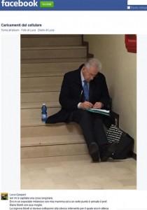 Mario Monti in fila all'ospedale FOTO conquista il Web