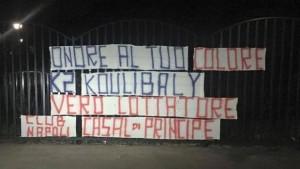 Guarda la versione ingrandita di Lo striscione di solidarietà a Koulibaly del Napoli Club Casal di Principe