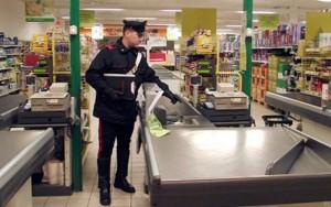 Napoli, sgominata la banda che rapinava supermercati
