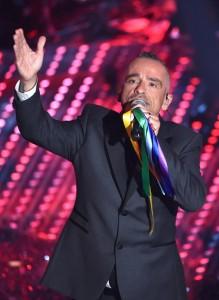 Guarda la versione ingrandita di Sanremo: nastri arcobaleno, chi li ha portati e chi protesta