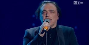 VIDEO Sanremo, Nino Frassica canta il dramma dei migranti