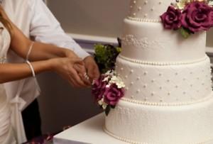 Gemelle si sposano insieme. Mariti muoiono lo stesso giorno -
