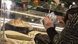 Roma: fedeli di Padre Pio derubano case vacanze e b&b