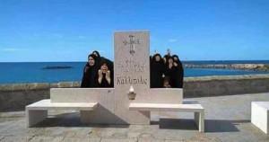 Gallipoli, panchine sembrano lapidi: le FOTO sui social