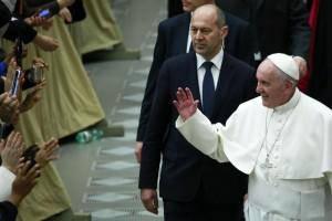 Guarda la versione ingrandita di Papa Francesco attore nel film per famiglie 'Beyond the Sun'