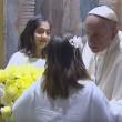 Papa Francesco stanco, si sbilancia e cade su sedia4
