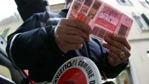 Genova, guida senza patente. Nuova legge: 3.500 euro, subito