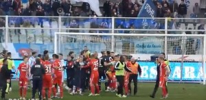 YOUTUBE Pescara - Ascoli 2-2: mega rissa a fine partita