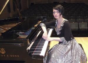 Pianista più brava del marito: lui la uccide per gelosia