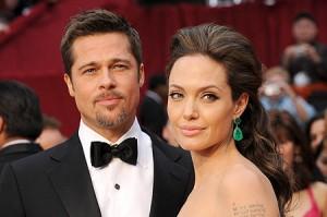 Guarda la versione ingrandita di Angelina Jolie-Brad Pitt: uomo entra nella loro casa per…