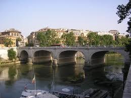 Roma, operaio si getta da ponte Cavour