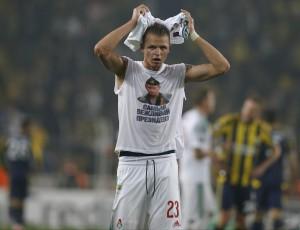 Guarda la versione ingrandita di Lokomotiv, calciatore con maglietta pro Putin: ora rischia (Foto Ansa)