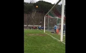 YOUTUBE Napoli, Pepe Reina gol da calcio d'angolo