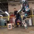 YOUTUBE Atlas, robot quasi umano: ecco come reagisce se... 5