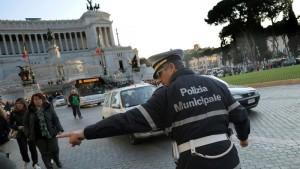 Guarda la versione ingrandita di Roma, blocco auto e moto domenica 28 febbraio: orari e info (foto d'archivio Ansa)