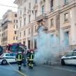 YOUTUBE Roma corso Vittorio: fumo da tombino, tilt in centro2