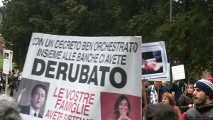 YOUTUBE Maria Elena Boschi, casa assediata per salva banche