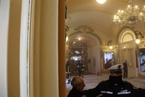 YOUTUBE Sanremo incendio al casinò: una persona intossicata