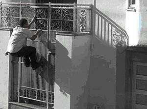 Giuseppe Turigliatto scavalca cancello casa: muore impiccato