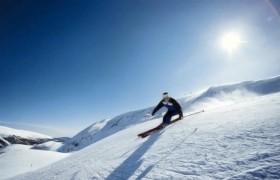 Auronzo di Cadore, incidente mortale sulla neve<br /> Maestro di sci cade, sbatte la testa e muore
