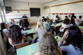 Viterbo, professoressa perseguitava alunno: sospesa (foto Ansa)