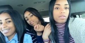 Guarda la versione ingrandita di Selfie in macchina: chi è la mamma delle tre? FOTO