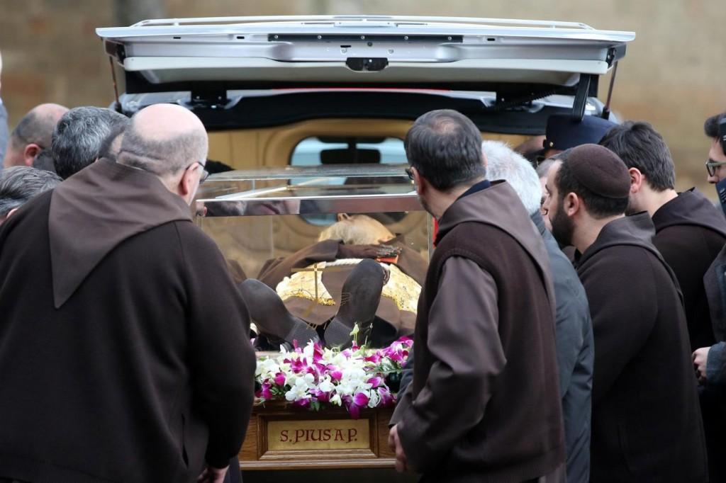 Padre Pio, spoglie arrivate a Roma per Giubileo FOTO VIDEO