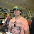 YOUTUBE Sonu Nigam, star Bollywood canta in aereo 9