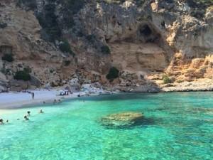 Le 10 spiagge più belle d'Italia (nella foto Cala Mariolu, in Sardegna)